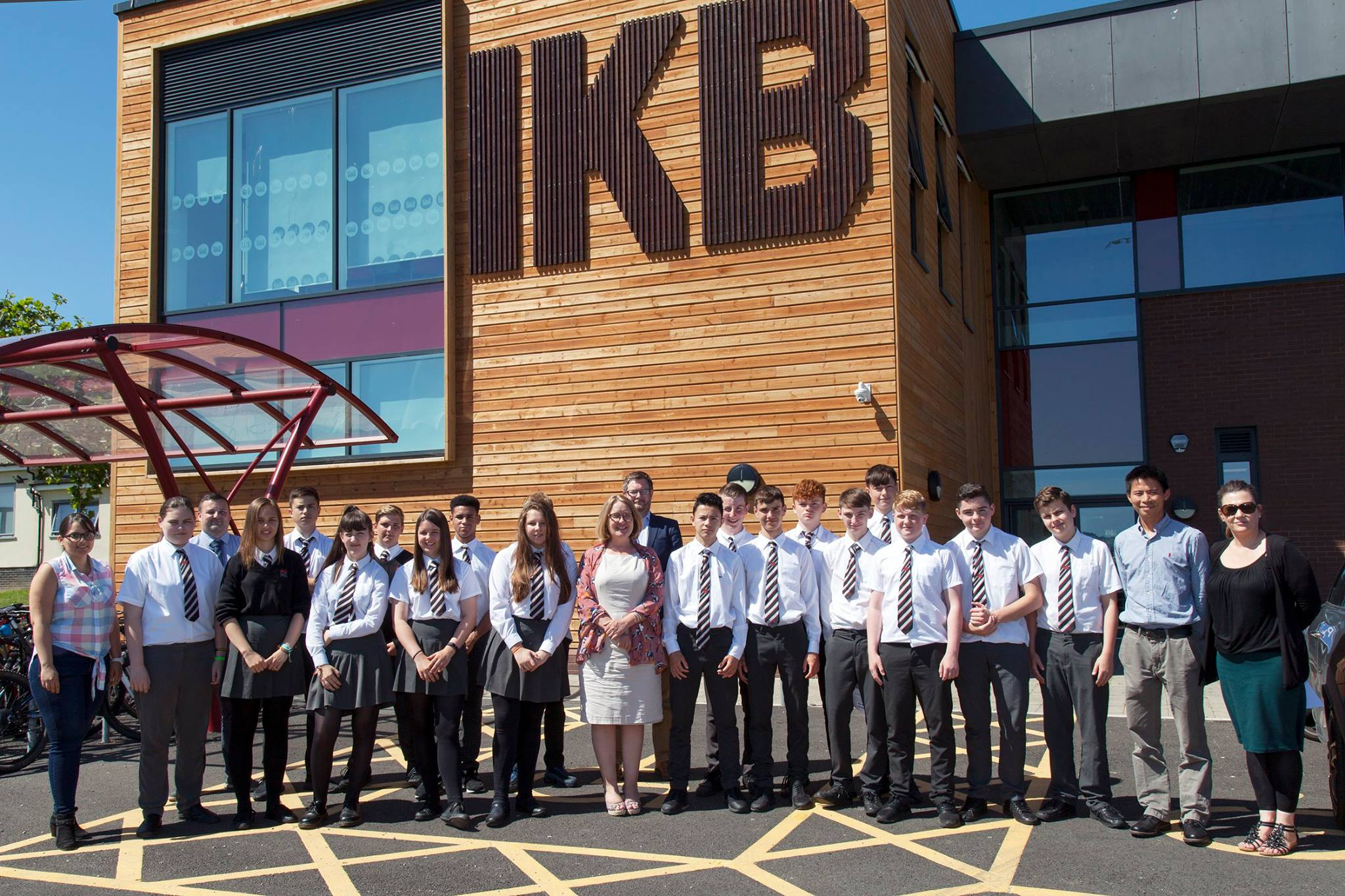 IKB students in a groupshot with Campbell Reith company